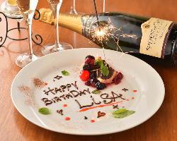記念日・誕生日にはオリジナルカクテルやデザートをプレゼント!