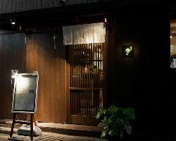 日本橋の路地裏で楽しむ美味しい一杯。 三越前駅3分