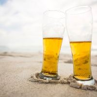 真夏の海で生ビール◎