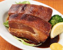 沖縄煮込み料理の王様ラフティ とろける食感がやみつきです。