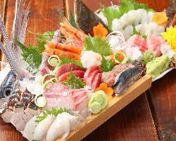 寺泊漁港から毎日仕入れる鮮魚を使った鮮度抜群のお造り