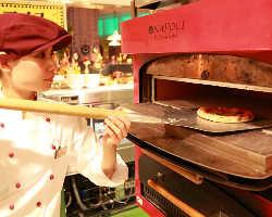 ピザはご注文をいただいてからの調理、出来立てをご提供致します