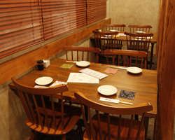 【テーブル席】 3、4名様のご宴会にもどうぞ。