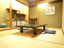 落ち着いた雰囲気のお座敷個室をご用意。御宴会、法事などに。