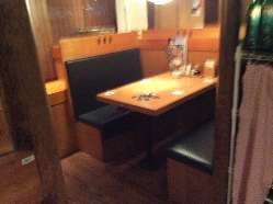 人気の個室席(~4名様)。お仲間同士の少人数宴会に最適です♪