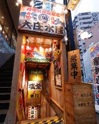 中央前橋駅より徒歩5分。地下へ続く階段を下りると当店です