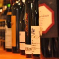 ワインボトル多数。グラスワインは月替わりで変わります。