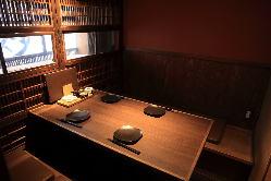 カウンター/個室/テーブル席、シチュエーションに合わせて