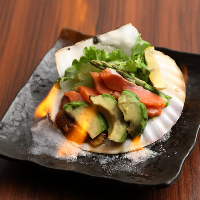 ホタテの殻の炎焼きはおしゃれで食事を見た目から盛り上げます☆