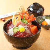 新鮮な海鮮丼は当店おすすめ☆