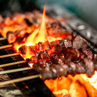 備長炭で焼き上げるやきとりは、芳ばしい香りも絶品です