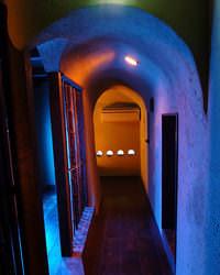トンネルを抜けると、不思議で愉快な空間が…
