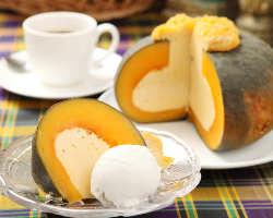 [かぼちゃケーキとココナッツアイスのセット]名物デザート