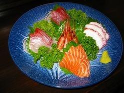新鮮な魚をお造りでご用意 ネタは季節によりご提供!!!