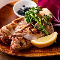 「大山地鶏のもも肉」ジューシーな肉汁が口いっぱいに広がります