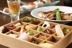 【まるで宝石箱】 肉・野菜・魚など色々なものを少しずつ