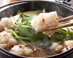 水やスープを一切使わず 日本酒のみで煮込んだもつ鍋