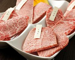 まさに牛肉の最高峰!産直で仕入 れる特選『宮崎牛』が主役!