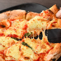 石釜を使用した本格的なナポリピッツァが味わえる!