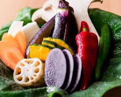 野菜ソムリエが農園に直接足を運び、仕入れる新鮮な旬野菜