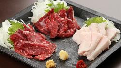 熊本産地直送の新鮮な馬刺し盛り。高品質の風味、触感、味わい!
