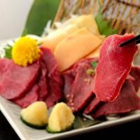 熊本県産の馬刺しは臭みがなく馬肉本来の旨味を味わえます!