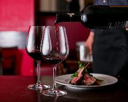 お客様のご希望にぴったりのワインを経験豊富なソムリエがご提案