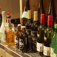 ソフトドリンクはもちろん80種類以上のお酒も飲み放題!