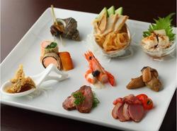 芸術的な盛り合わせの中華料理です