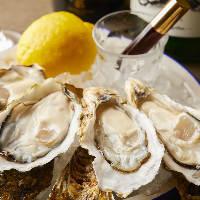牡蠣専用の日本酒や希少銘柄、季節の酒など30種の地酒をご用意