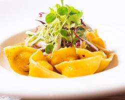 田舎風パテ、イタリア産サラミなど「お肉屋さんの盛り合わせ」
