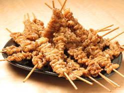 【1本70円】甘辛タレのパリパリ鶏皮串はクセになるやみつき系♪