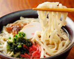 沖縄直送の食材をふんだんに使った沖縄料理を30種類以上ご用意♪