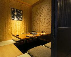接待から宴会まで幅広く利用できる掘りごたつタイプの完全個室