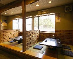お座敷席やテーブル席、座敷個室などシーンで選べる多彩な空間
