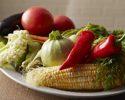 自社農園で育てた旬のお野菜を使用。オススメはバーニャカウダ!