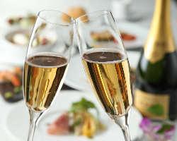 スパークリングワイン&ケーキAnniversaryコースが人気!