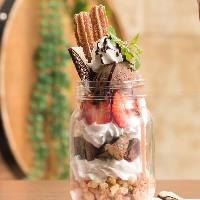【ジャーパフェ】 人気のスイーツはチョコやフルーツたっぷり
