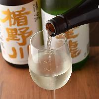 【美酒銘酒】 全国の蔵元より厳選した日本酒は常時40種以上