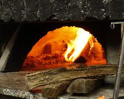 [イタリア製薪窯] 香ばしい香りとサクッとした焼き上がりは神業