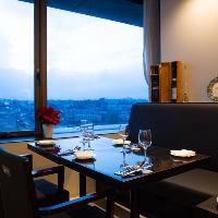 記念日や誕生日は窓際の眺めのいい特等席でお食事を