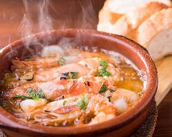 人気のアヒージョ 土鍋でグツグツアツアツ♪香りも広がります