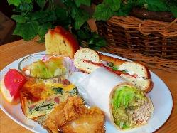 ★ピクニックボックス サンドイッチ2個、サラダ、唐揚 他