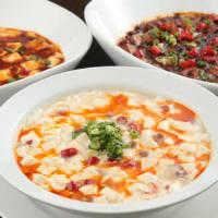 名物「麻婆豆腐」は違った香辛料が味わえる赤・白・黒をご用意