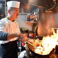 麺料理の麺はのど越しの細麺、モチモチの平打ち麺から選べます