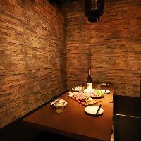 デートから大型パーティーまで対応可能な大小個室を常備しました