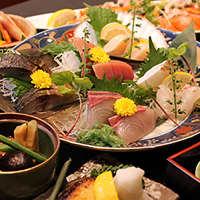 【海鮮料理】 季節を感じる旬のお造りをお楽しみいただけます