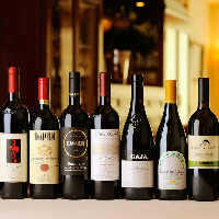 シニアソムリエが、約200種類のイタリアワインを厳選。
