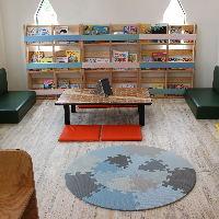 プレイルームにはおもちゃや絵本をご用意しております。