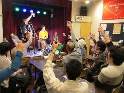 北村隼兎さんによるライブの様子